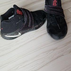 Boys basketball sneakers